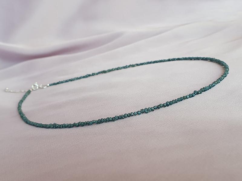 colier diamante brute albastre