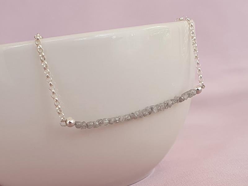colier diamante brute gri
