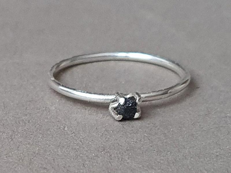 inel diamant brut negru