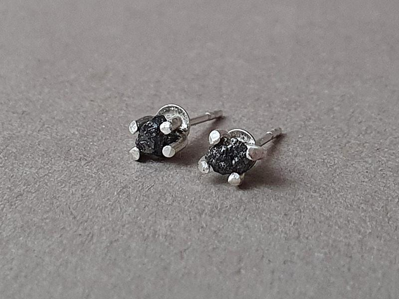 cercei diamante brute negre