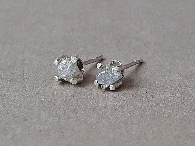 cercei diamante brute gri