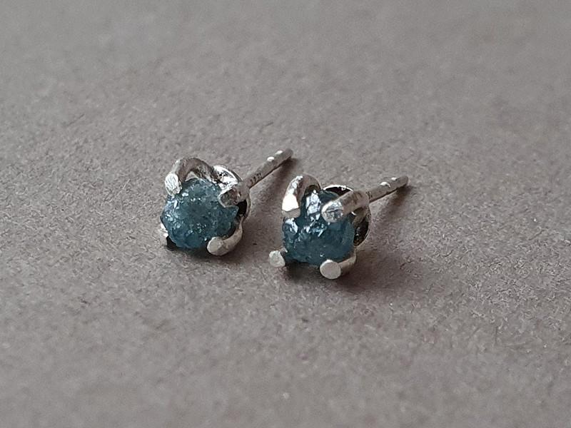 cercei diamante brute albastre
